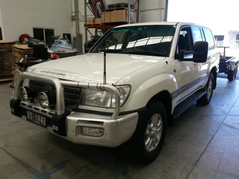 Off-center right shot of a Toyota Land Cruiser 100 Series with Clearview towing mirrors